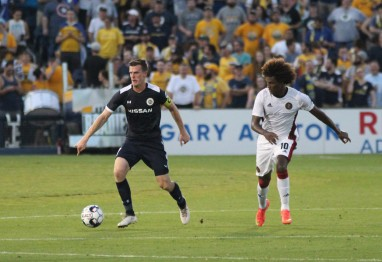 Michael Reed dribbles the ball in the match against Atlanta United 2. Golden Goal